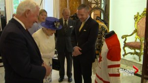 Queen talks hockey with Governor General during Canada House visit