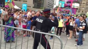 Dancing Toronto cop is the best thing about Panamania