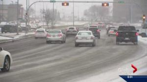 Snowfall warning in place, Edmonton drivers advised to slow down
