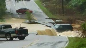 At least 5 dead, hundreds of water rescues after rainfall causes flooding in South Carolina