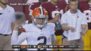 Browns QB Johnny Manziel flips off Redskins bench on Monday Night Football