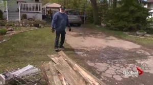 Quebec floods: Pierrefonds-Roxboro builds dike on 5th Avenue
