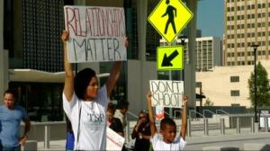 Protests call for arrest of police officer who shot Terence Crutcher