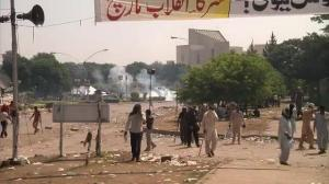 Raw video: Violent protests rock Pakistan's capital