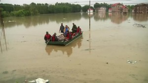 Indian army boats rescue residents from flooded homes