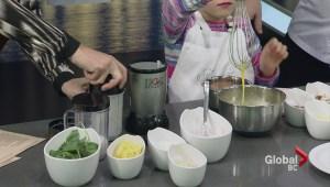 Fairmont Pacific's Executive Chef makes an omlette