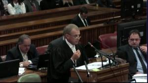 Prosecution in Oscar Pistorius trial challenges credibility of physician