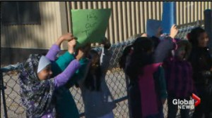 Parents pull their kids from class to protest mouldy portables