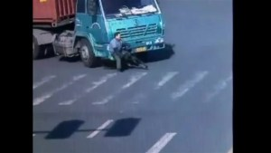 Footage shows cyclist surviving get hit by a truck