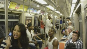 'Lion King' cast surprises New York City commuters