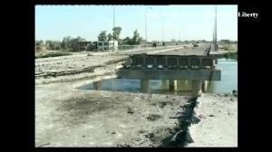 Raw video: Aftermath of suicide bombing on bridge near Ramadi, Iraq