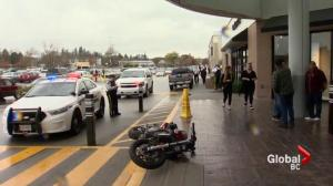 Man jumps border and flees into Langley shopping mall