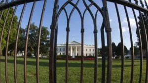 White House fence-jumper caught on camera