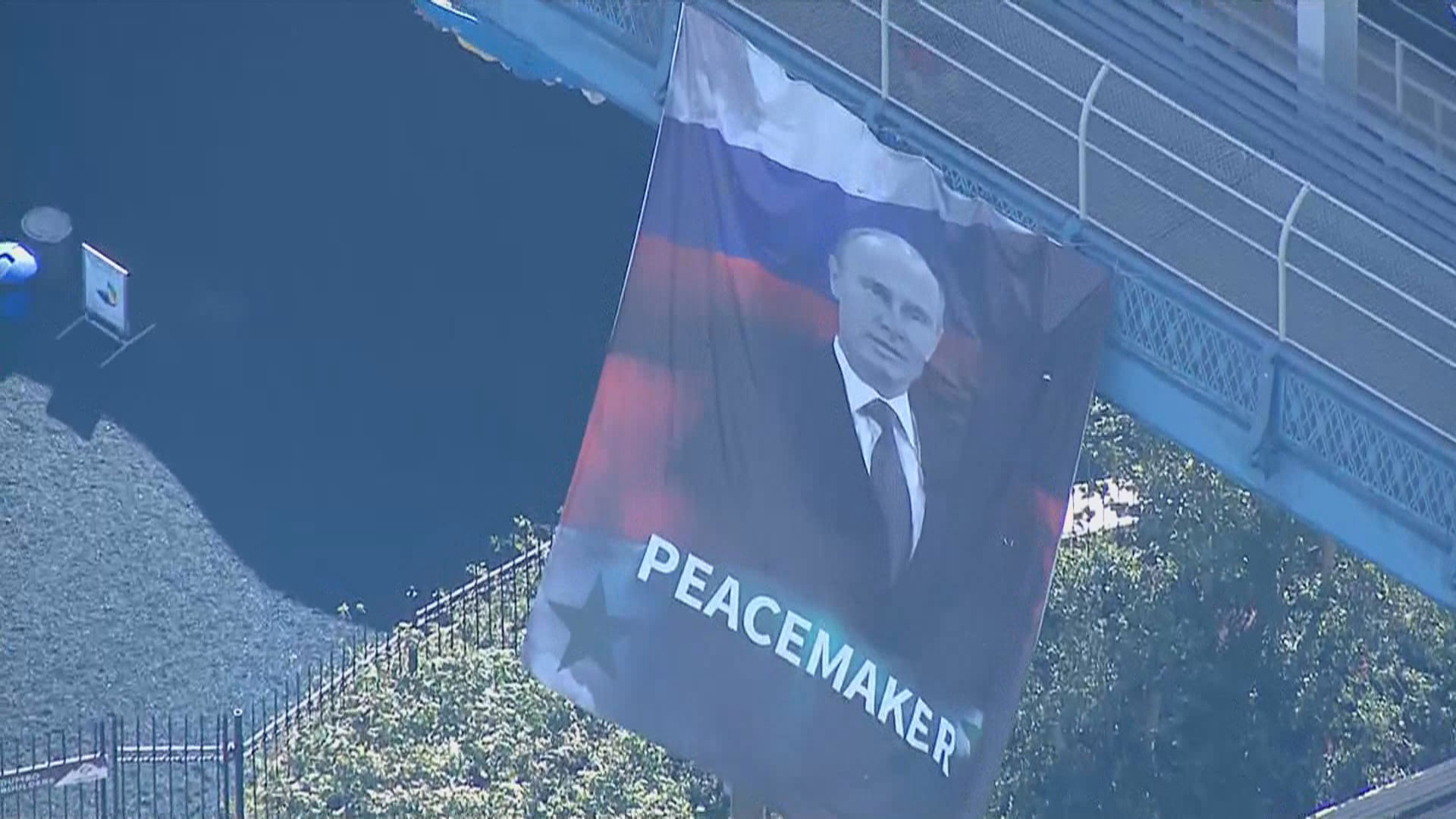 Banner calling Vladimir Putin a 'peacemaker' hangs from Manhattan ...