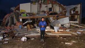 Tornado leaves path of destruction in Illinois