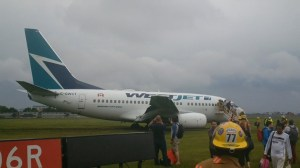 RAW: Westjet passengers deplane from flight that skidded off Montreal runway