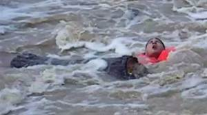 Fallen kayaker struggles to survive, rescue caught on camera