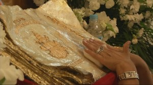 RAW: Catholics line up in Peru to touch relic said to contain blood of Pope John Paul II