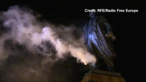 Anti-Russian protesters pull down giant statue of Lenin in Kharkiv, Ukraine