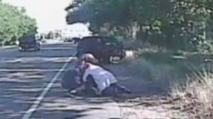 Skateboarder fighting sheriff's deputy caught on camera