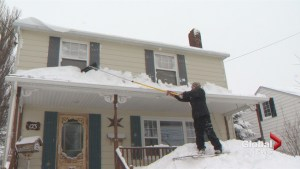 Experts emphasize staying safe when removing snow from roof