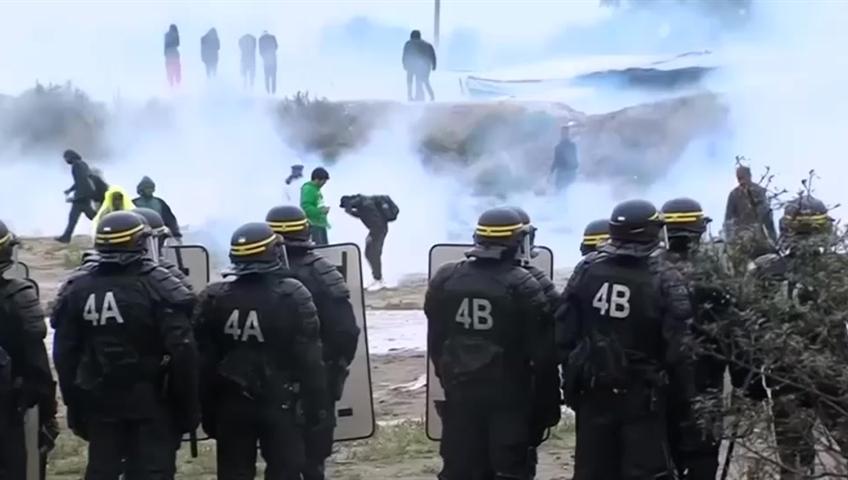 France moving more than 6000 migrants, destroying huge camp