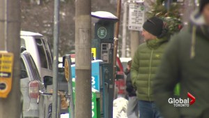 Toronto drivers won't have to pay for parking if no machine nearby after Global News report