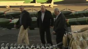Benjamin Netanyahu shows off captured weapons