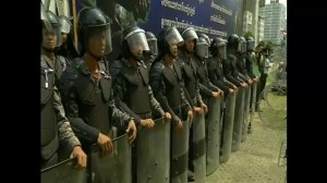 Thousands of Thailand protesters besiege Yingluck's temporary office
