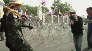 Thai protesters cut power to PM offices