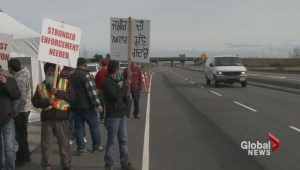 Pickets go up Monday at Port of Vancouver