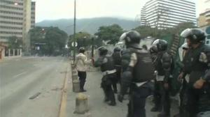 Raw video: More clashes between police, protesters in Caracas
