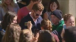Raw video: Actor Chris Pine arrives to New Zealand court following drunk driving charge