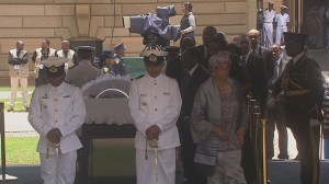 Thousand visit Nelson Mandela's body lying in state