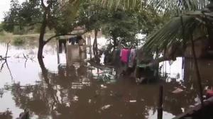 Raw video: Bolivia residents continue to battle flood waters