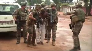 Raw video: Angry crowd attacks Muslim man in Central African Republic