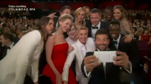 Selfies and pizza make for memorable Oscar moments