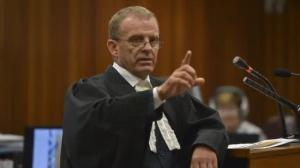 Oscar Pistorius murder trial: Forensic analyst uses toilet door, cricket bat to testify