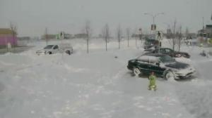 Calgary commuters stranded in snow drifts