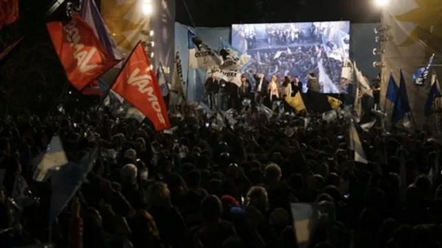 Los seguidores de la fórmula Fernández-CFK no ocultaron la euforia por la victoria. El candidato presidencial los incentivó a redoblar los esfuerzos de cara a octubre.