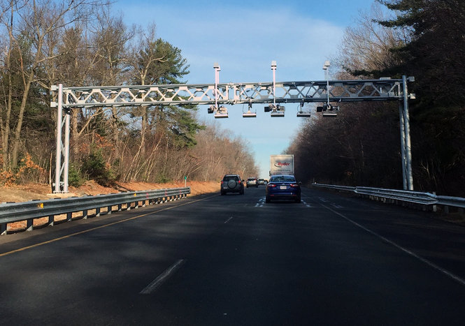 Out of state drivers owe MassDOT  15 million in Massachusetts     Out of state drivers owe MassDOT  15 million in Massachusetts Turnpike  tolls under gantry system   masslive com