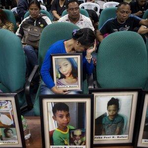 Apresurarse a producir, vender vacuna pone a niños en Filipinas en riesgo