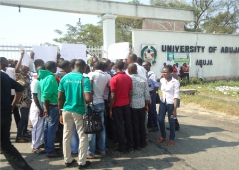 Protesters at University of Abuja. [Photo: bellanaija.com]