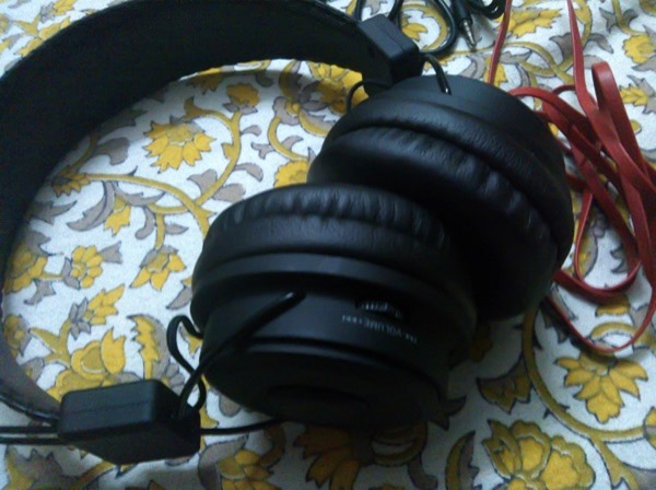 Avantree_Hive_Wireless_Bluetooth_Stereo_Headphones-1