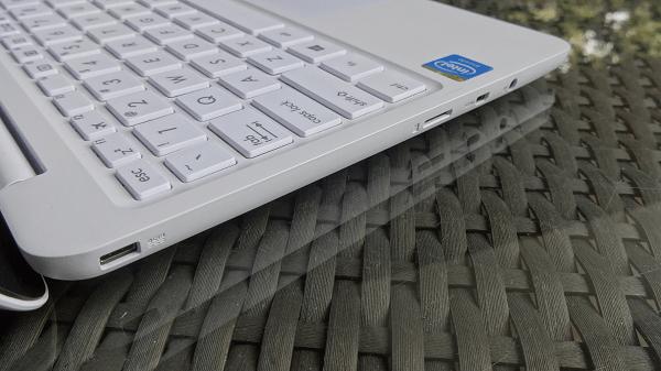 Asus EeeBook X205 Ports