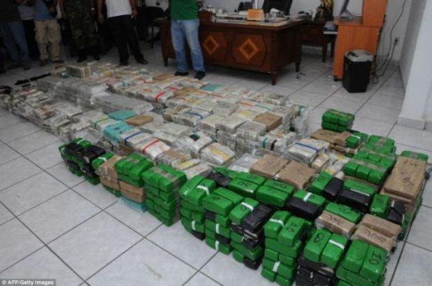 Hình ảnh Biệt thự đại gia buôn ma túy chứa hàng nghìn cọc tiền số 6