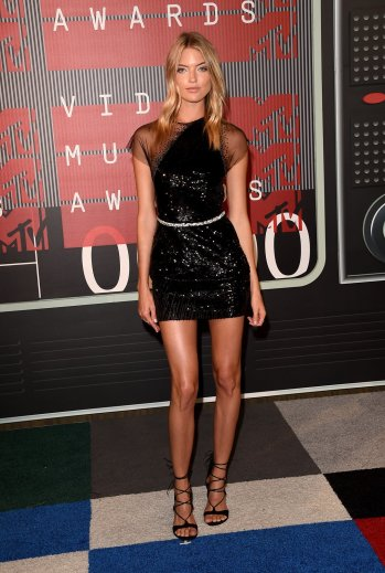 http://i1.wp.com/media.vogue.com/r/h_1600,w_1240/2015/08/31/martha-hunt-vma-2015.jpg?resize=349%2C519
