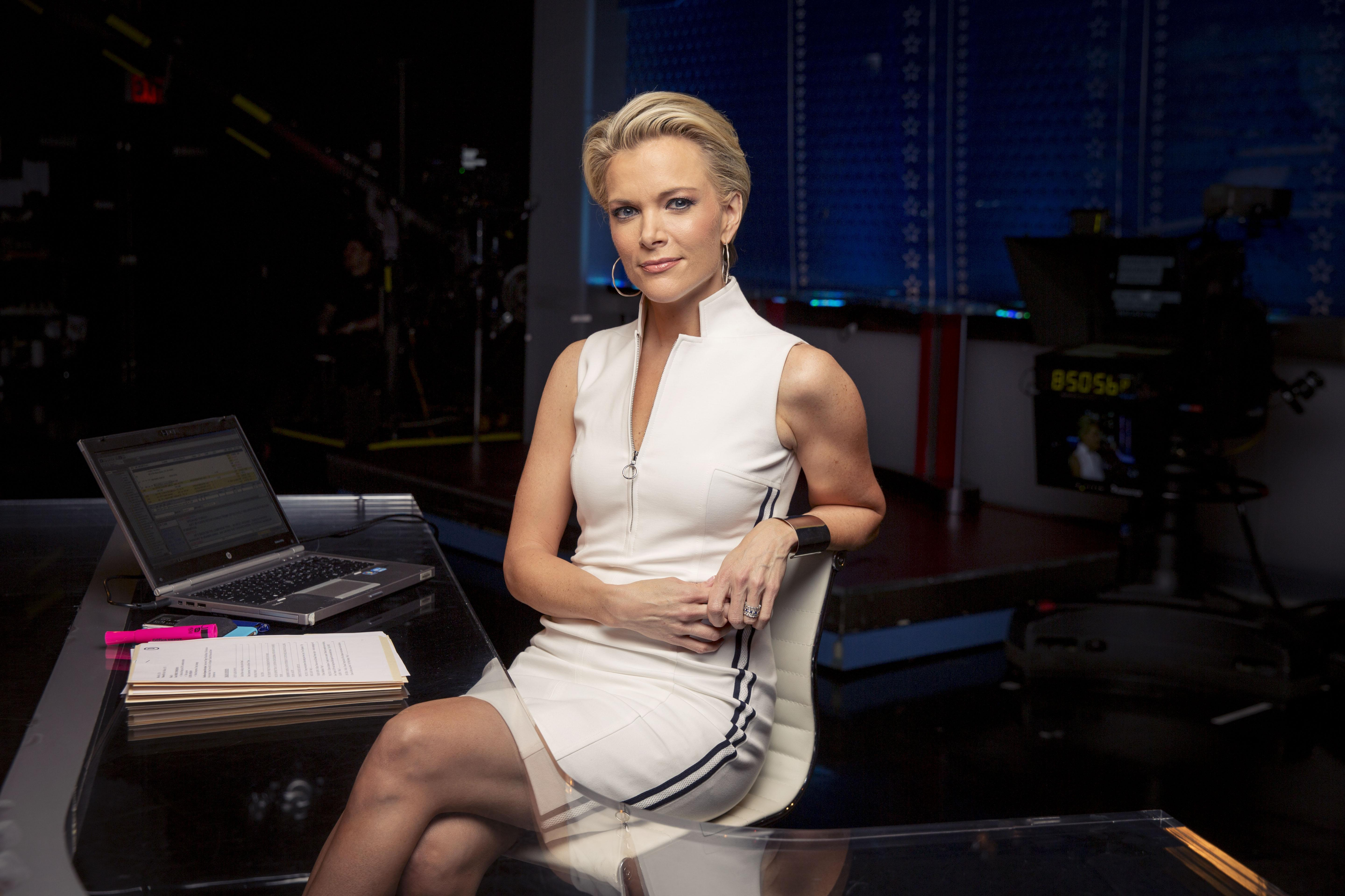 megyn kelly alleges roger ailes sexually harassed her 2