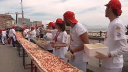 Soulful New World Record Longest Pizza Is Just Over Miles Long World S Largest Pizza Chain World S Biggest Pizza Box