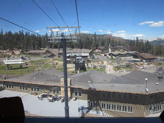 Mammoth lakes ski station